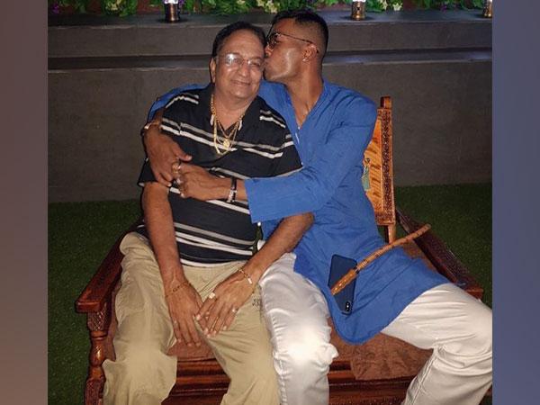 India all-rounder Hardik Pandya with his late father (Photo/ Hardik Pandya Twitter)