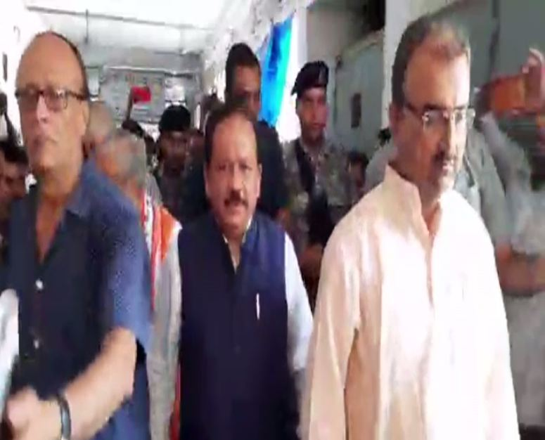 Union Health Minister Harsh Vardhan faced protest on his visit to SKMCH hospital to meet patients on Sunday in Muzaffarpur.