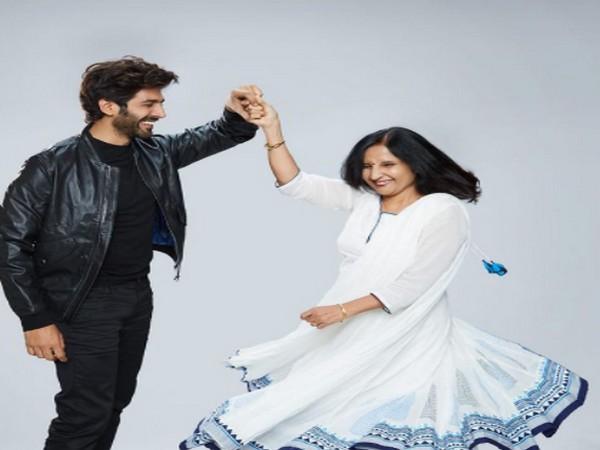 Kartik Aaryan with his mother Mala Tiwari