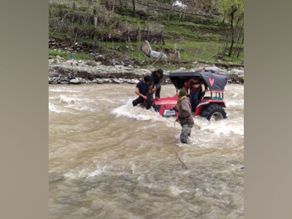 Indian Army rescued a civil tractor stuck in Nala in J-K's Kupwara (Photo/ANI)