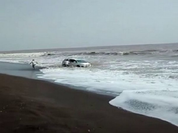The car which was finally rescued. Photo/ANI