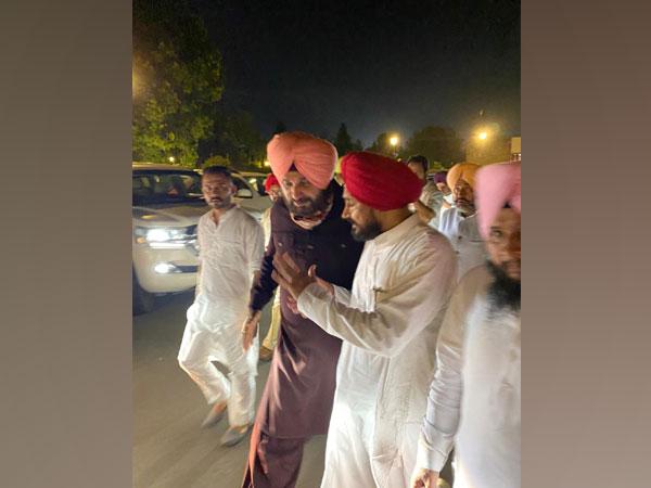 Punjab Congress chief Navjot Singh Sidhu with Congress leader Charanjit S Channi (Photo/Twitter)