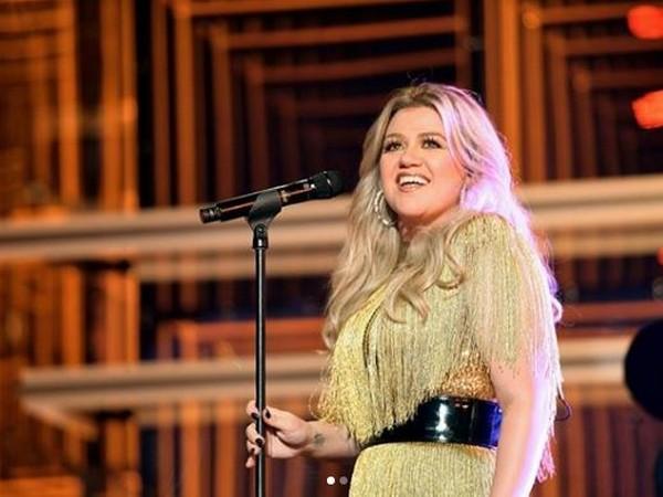 Kelly Clarkson at BBMA20 (Image courtesy: Instagram)