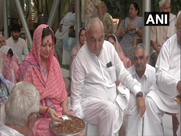 Senior Congress leader Bhupinder Singh Hooda performing hawan with his wife in Rohatak on Friday. (Photo/ANI)