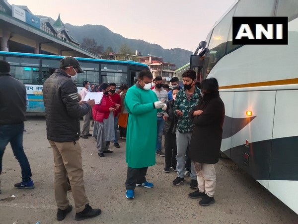Tourists were sent back from Himachal Pradesh amid coronavirus. Photo/ANI