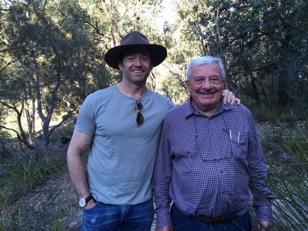 Hugh Jackman with his late father (Image source: Instagram)