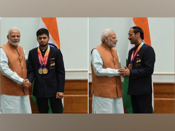 PM Modi with Tokyo Paralympic medallists Manish Narwal, Singhraj Adhana (Photo/Twitter)