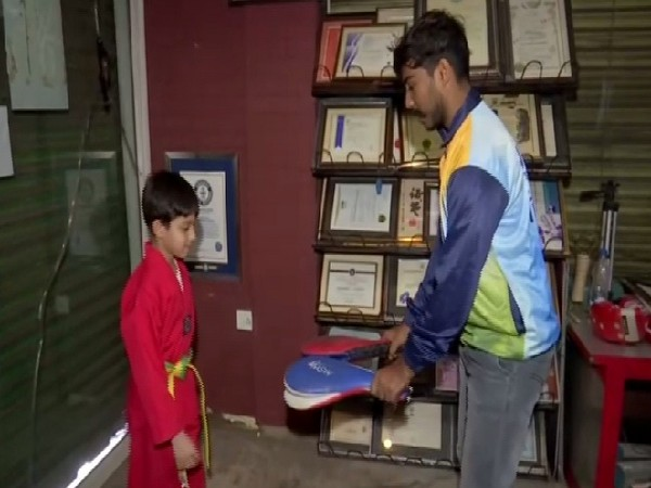 On left Aashman, who made the Guinness world record in Taekwondo. Photo/ANI