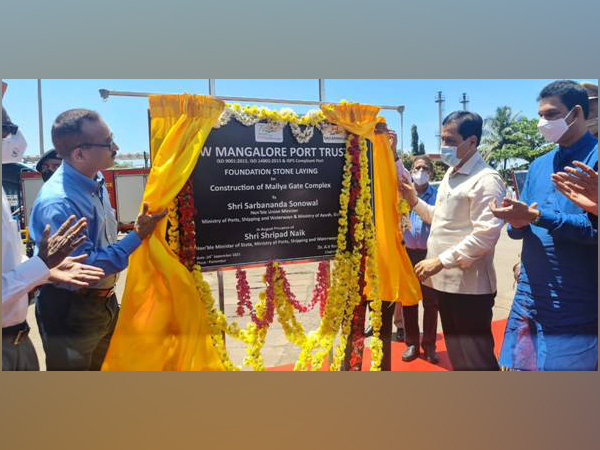 Union Minister Sarbananda Sonowal in Mangalore on Friday. (Photo/PIB)