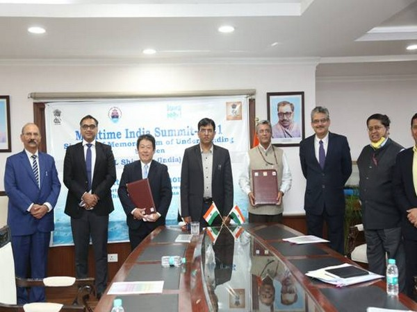 IWAI inks MoU with MOL (Asia Oceania) Pte. Ltd in the presence of Union Minister Mansukh L. Mandaviya on Thursday. (Photo: PIB)