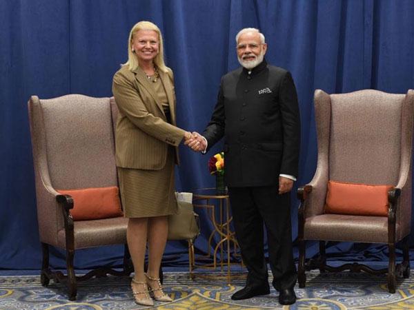 IBM CEO Ginni Rometty (L) with Prime Minister Narendra Modi in New York on Wednesday (Photo/Raveesh Kumar)