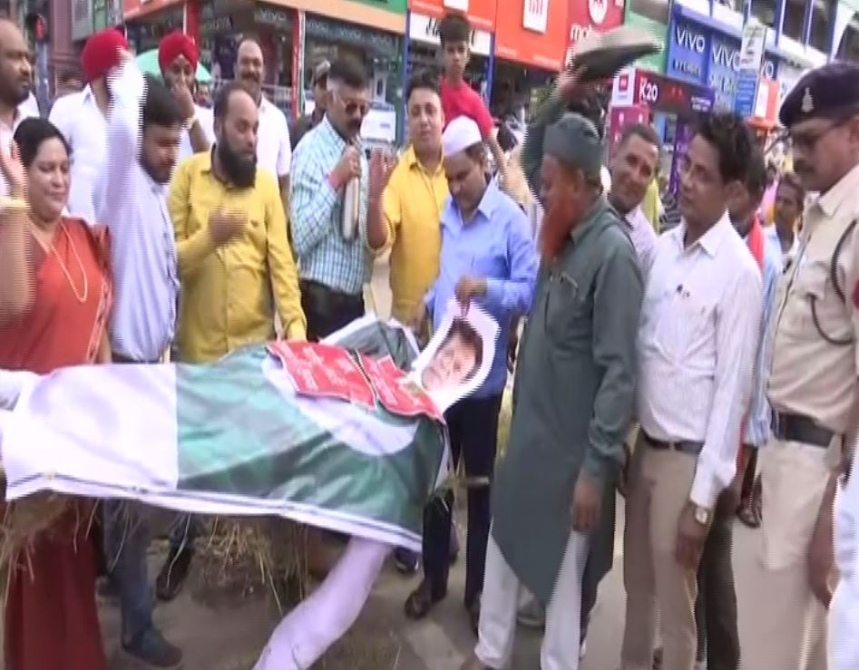 A mock funeral procession of Pakistan Prime Minister Imran Khan in Raipur. Photo/ANI