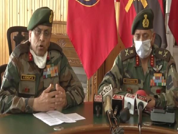 Major General. A Sengupta, GOC, Victor Force (on left)