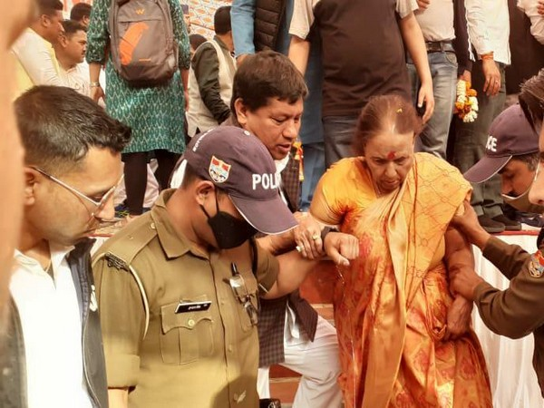 LoP Uttarakhand Indira Hridayesh supported by police personnel as she is being taken to Devprayag hospital.