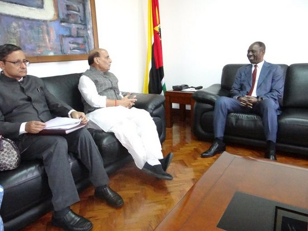 Defence Minister Rajnath Singh (L) with the Prime Minister of Mozambique, Carlos Agostinho do Rosario (R) in Maputo on Monday