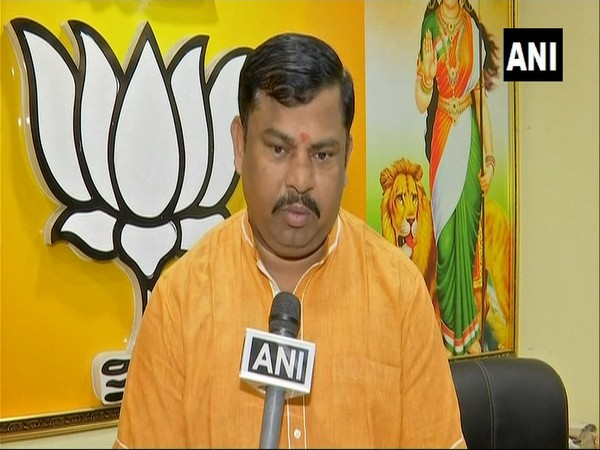 A 'Roti Bank' being run by a charitable trust in Rajkot provides food to patients in hospitals and the needy in the city