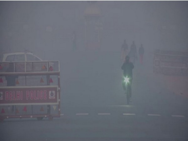 Fog continues to engulf Delhi on  Wednesday [Photo/ANI]