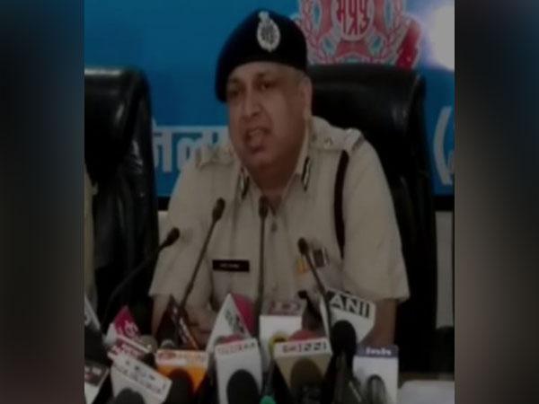 Vivek Kumar IG Jabalpur addressing a press conference in Jabalpur on Thursday