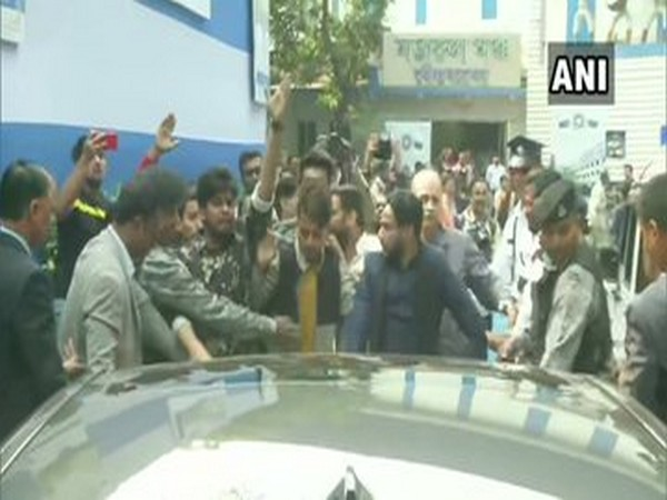 JU students block car of West Bengal Governor Jagdeep Dhankhar on Tuesday [Photo/ANI]