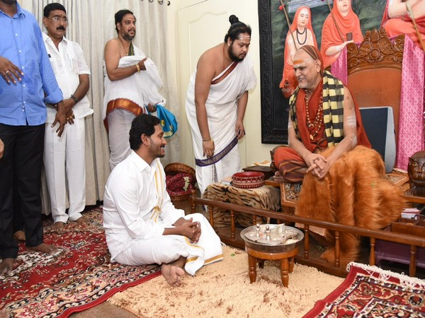 Andhra Pradesh Chief Minister Jagan Mohan Reddy seeking blessings of Swami Swaroopananda Saraswati