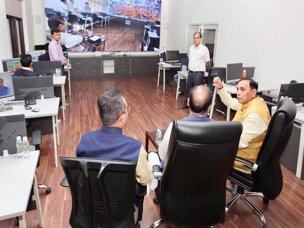 Chief Minister Vijay Rupani apprising Jai Ram Thakur about the overall working and monitoring system of CM Dashboard. (Image: Facebook/@jairamthakurbjp)