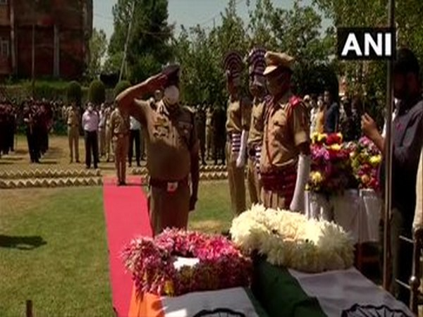 A visual from the wreath laying ceremony of the two police personnel, who lost their lives in the firing by terrorists in Nowgam.