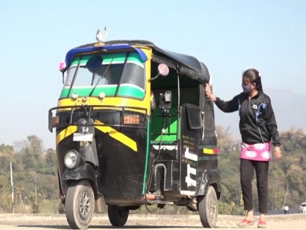 Banjeet Kaur, 21-year-old female auto-rickshaw driver from Udhampur (Photo/ ANI)
