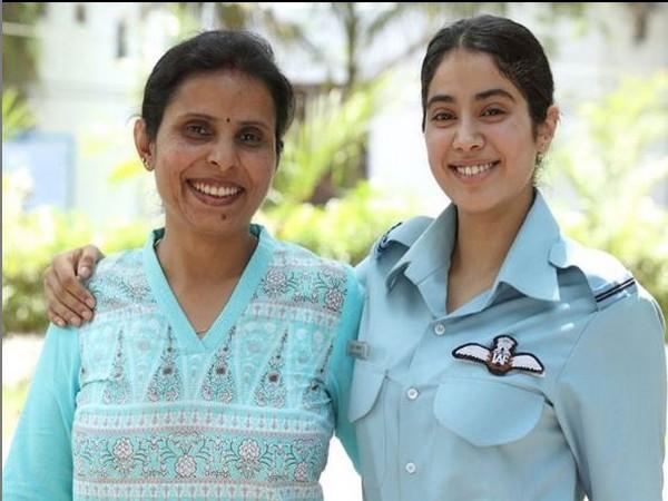 Gunjan Saxena and Janhvi Kapoor (Image courtesy: Instagram)y