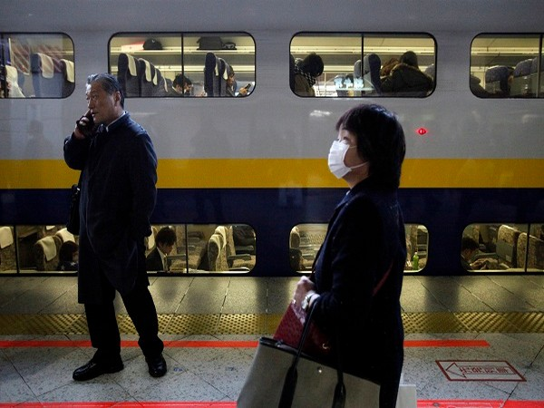 Bullet train service partially suspended in Tokyo after earthquake (Photo Credit: Reuters)