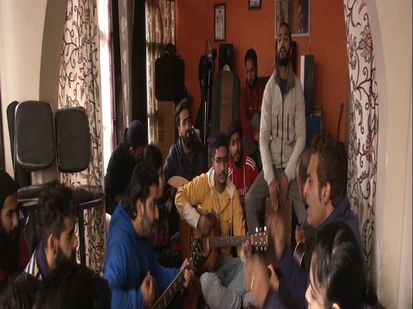 'Misrab' Organization aims to teach singing and music to youth of Kashmir