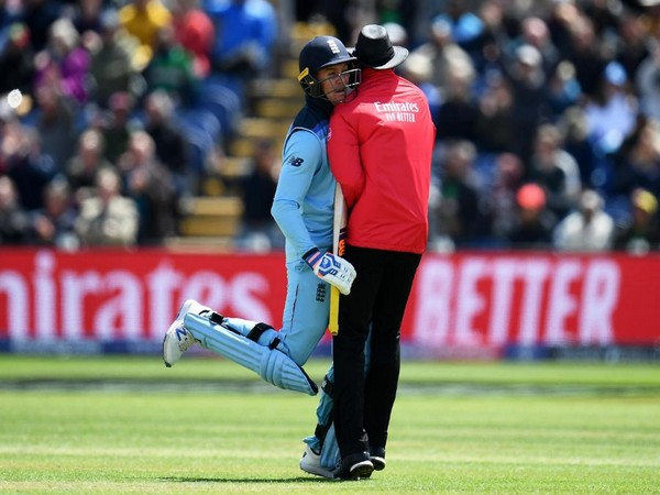 Jason Roy colliding with umpire Joel Wilson (Photo/cricketworldcup Twitter)