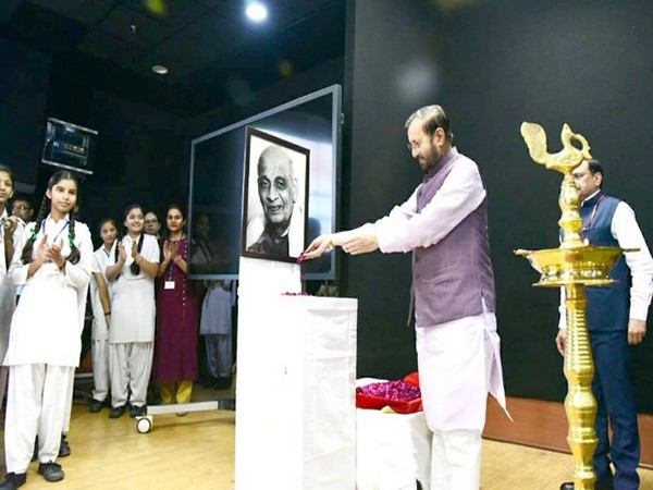 Union Minister Prakash Javadekar administered the 'Pledge for Unity' at the function. Photo Credit: Twitter(@PrakashJavdekar)