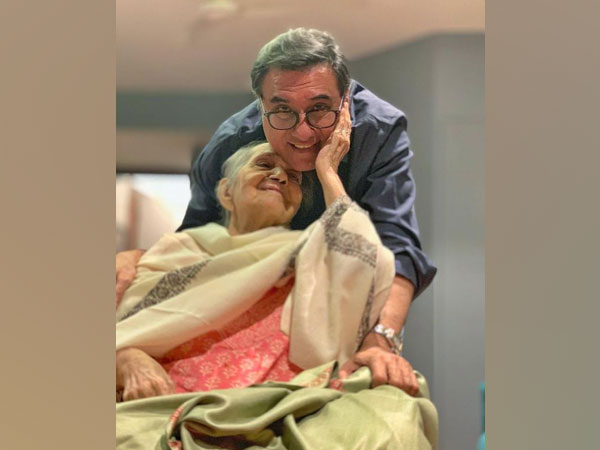 Boman Irani with his late mother Jerbanoo Irani (Image source: Instagram)