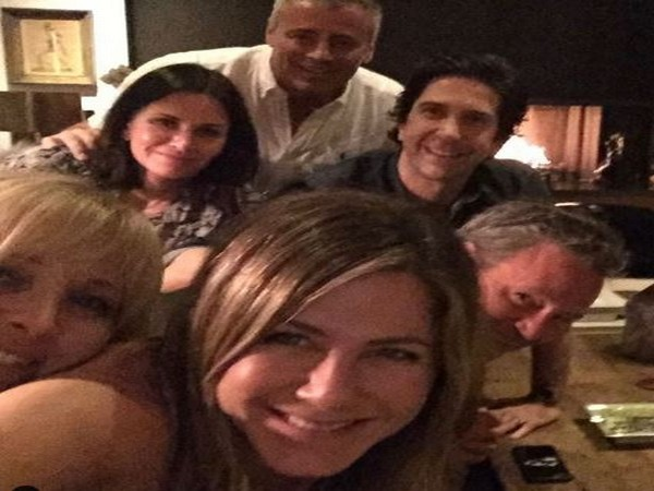 Jennifer Aniston with 'Friends' co-actors (Image Courtesy: Instagram)