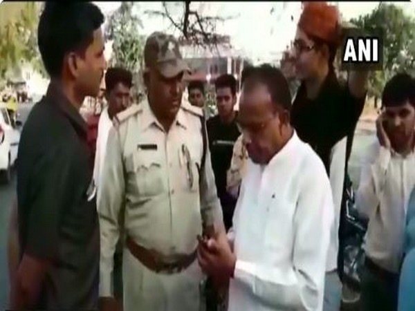 Veer Singh Bhuria, Congress MLA from Thandla, Jhabua argues with a police officer
