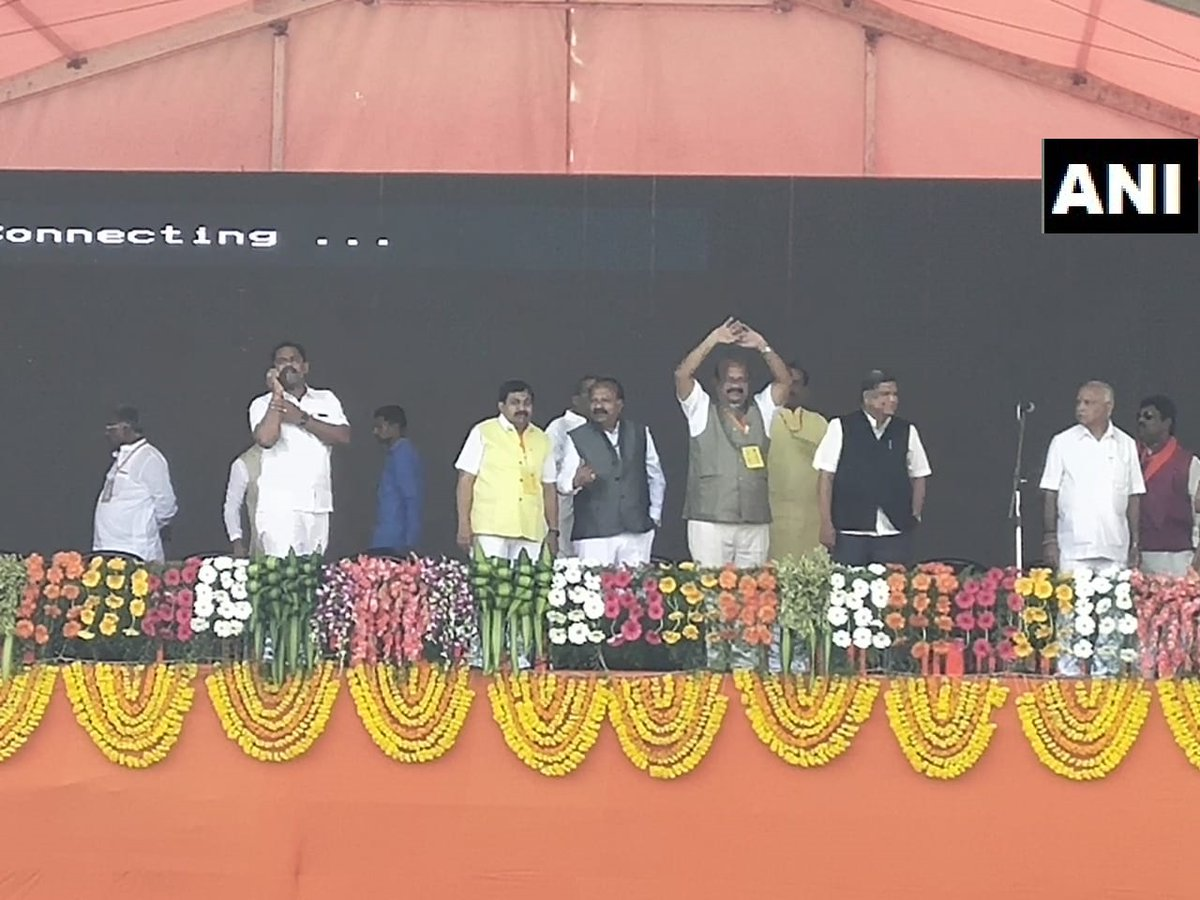Dr Umesh Jadhav (in the centre wearing a yellow badge) at the venue of Prime Minister Narendra Modi' event at Kalaburagi on Wednesday. Photo/ANI