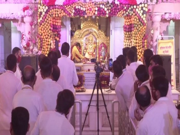 Morning 'arti' being performed at Delhi's Jhandewalan Temple on Sunday. (Photo/ANI)