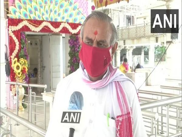 Ravindra Goel, a trustee of the Jhandewalan temple speaking to ANI. Photo/ANI
