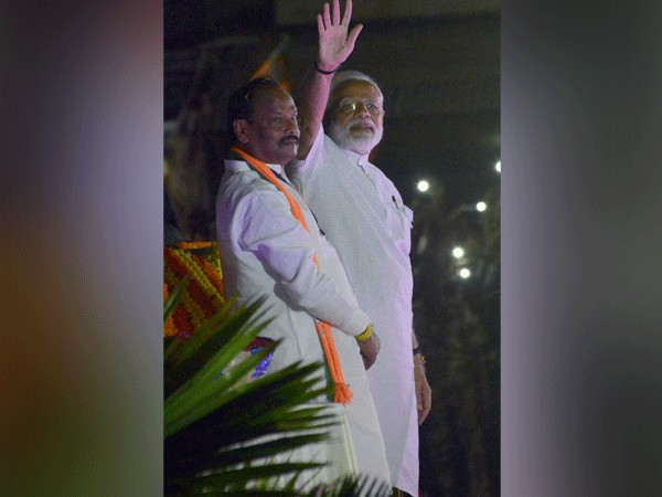 Prime Minister Narendra Modi along with Jharkhand CM CM Raghubar Das [Photo/ANI]