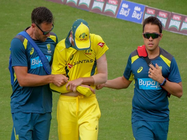 Australia pacer Jhye Richardson (centre) after shoulder dislocation. (Photo/ Cricket Australia)