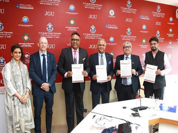 Prof (Dr) C Raj Kumar, Founding Vice Chancellor of OP Jindal Global University & Dr Yahya Alibi, Head of Regional Delegation, ICRC at the signing of the MOU