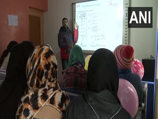 J-K govt set up 25 'smart schools' in Srinagar. Photo/ANI