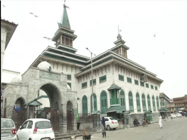 Deserted Naqshband mushkil kusha in Srinagar at the occasion of Eid-al-Adha (Photo/ANI)