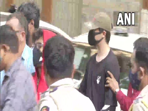 Visual of Aryan Khan, 2 others near Mumbai Court (File photo/ANI)