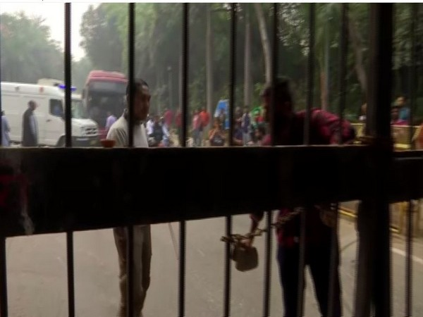 JNU students trying to braek the locks as ambulance was stuck inside the campus [Photo/ANI]