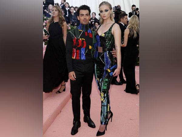 Joe Jonas and Sophie Turner at the 2019 Met Gala red carpet