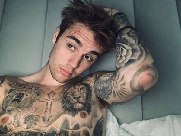 Justin Bieber flaunts new neck tattoo