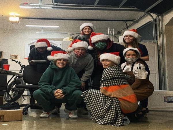 Justin Bieber with his Christmas squad (Image Courtesy: Instagram)