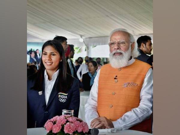 Indian female fencer Bhavani Devi with Prime Minister Narendra Modi (file photo/PIB)