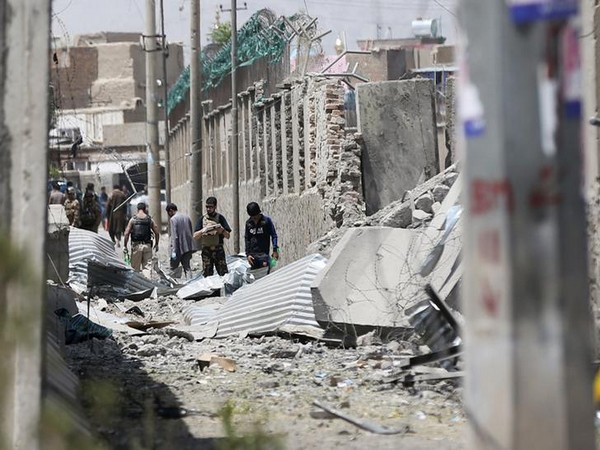 Afghan personnel inspecting the site of a car bomb blast in Kabul on August 7 (Photo/Reuters)